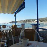 Restauracja na głównej plaży w Cadaques